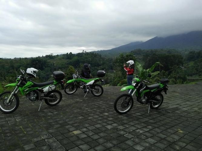 An experience in Bali only possible on a bike